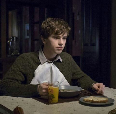 Happy Birthday to the best psycho ever Freddie Highmore.