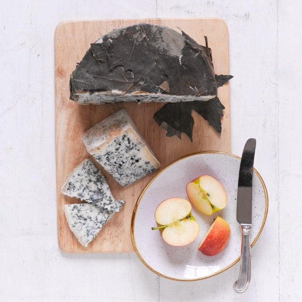 Congratulations to #QueseriaPicosDeEuropa for their silver medal at #worldcheeseawards2016 for their #ValdeonBlueCheese pic.twitter.com/SvVyKlwVgv