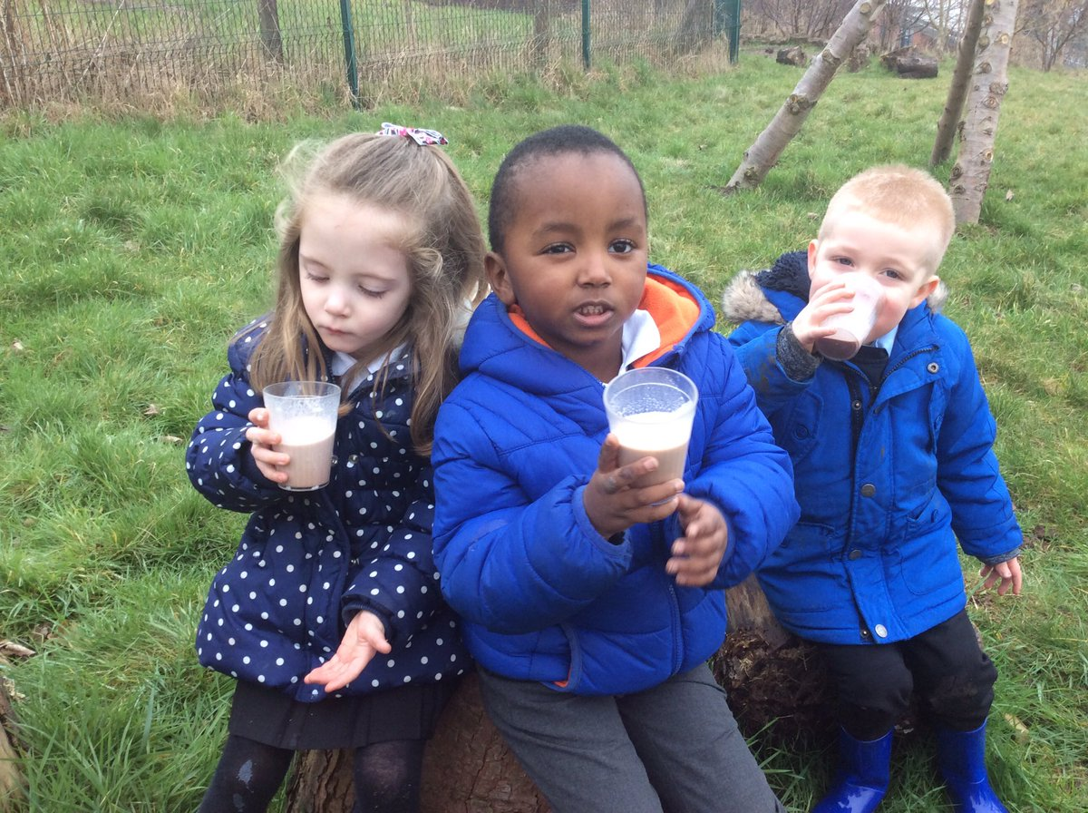 We have talked about keeping warm this morning and had hot chocolates in the orchard #forestschools <br>http://pic.twitter.com/LTbRk2NQ3S
