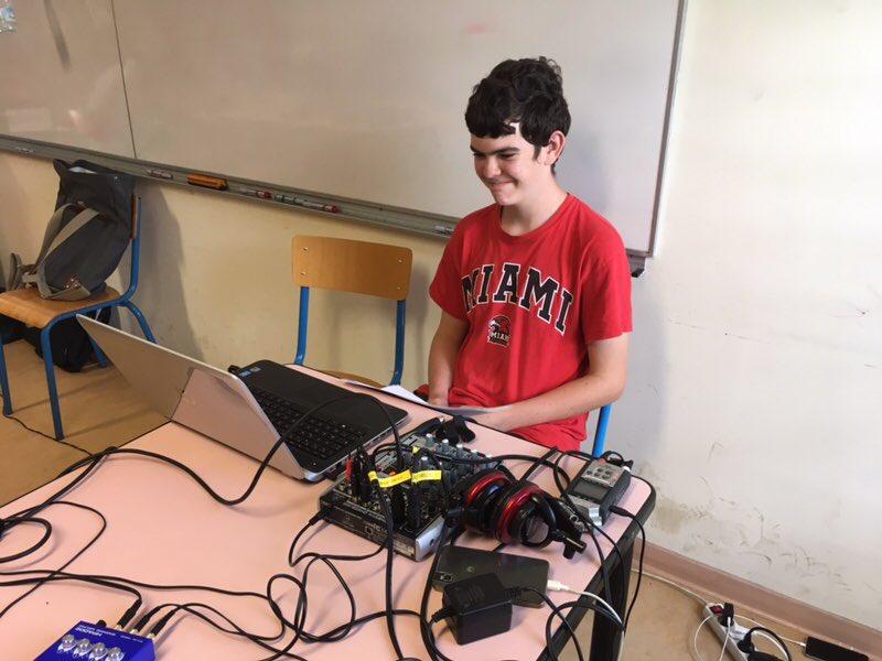 Le réalisateur, Dennis, et le binôme de présentateurs. #webradio @academiereunion @clemi974   #CASNAV<br>http://pic.twitter.com/9sCSKGTf1P