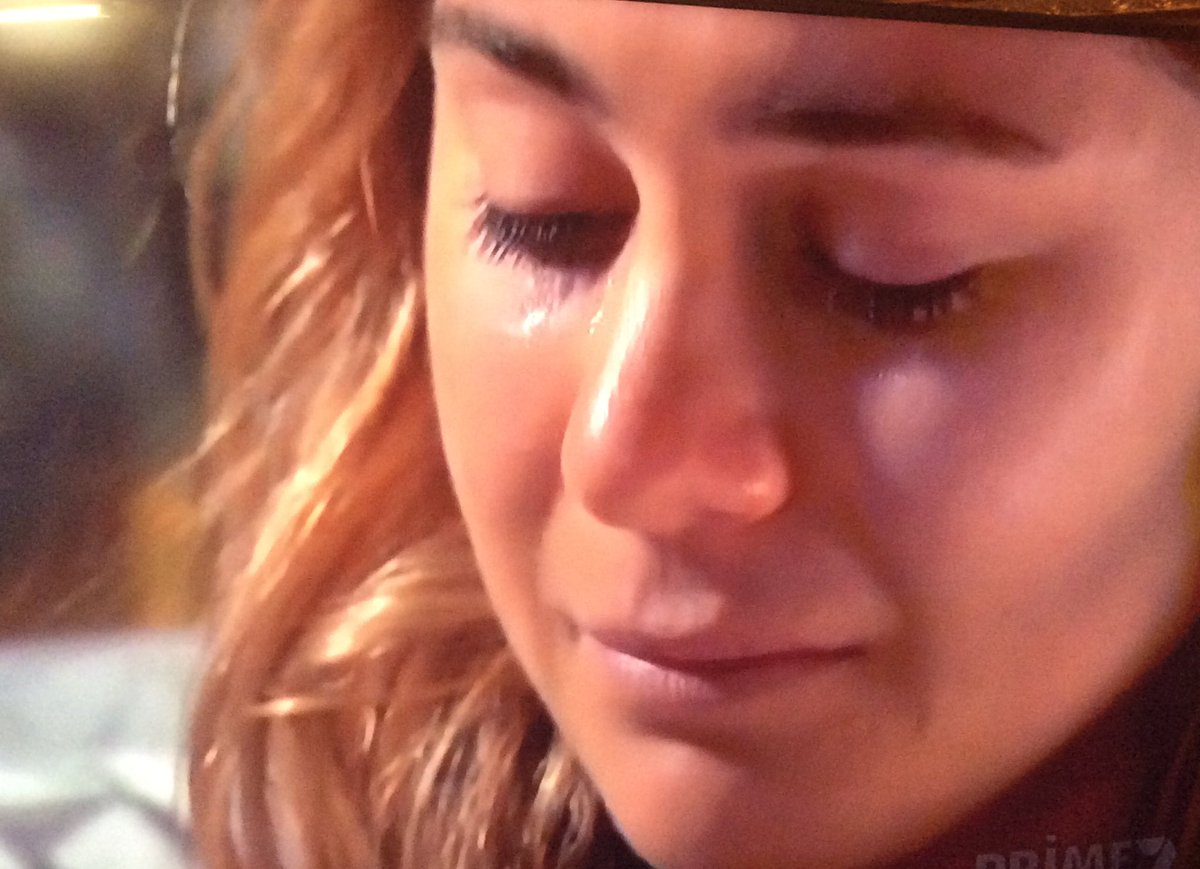 Omg is this the saddest episode ever as billie says goodbye #HomeandAway @homeandaway<br>http://pic.twitter.com/EKgBaj8tQX