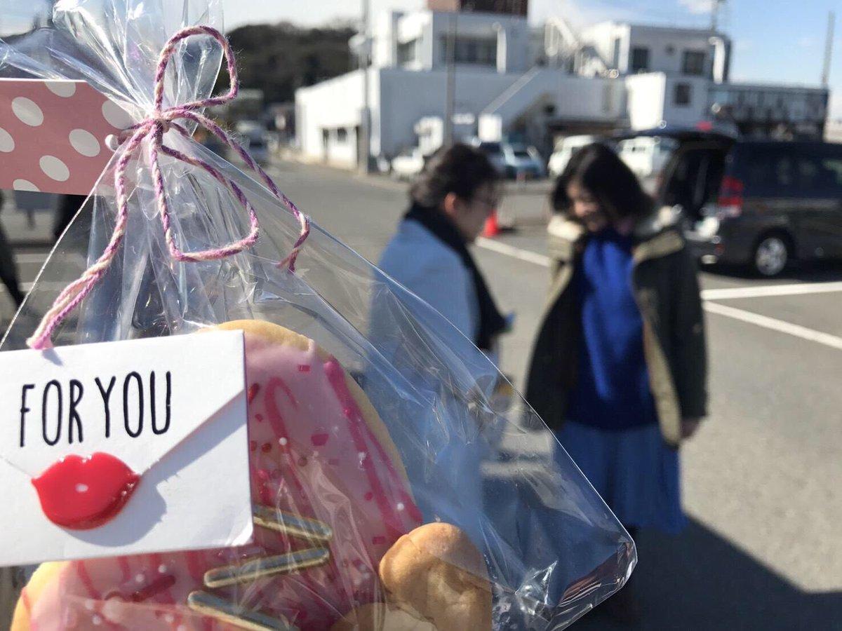 昨日のバレンタイン。 吉高先輩にチョコをあげる大島後輩。 その手前、実は榮倉先輩は吉高先輩よりも先に…