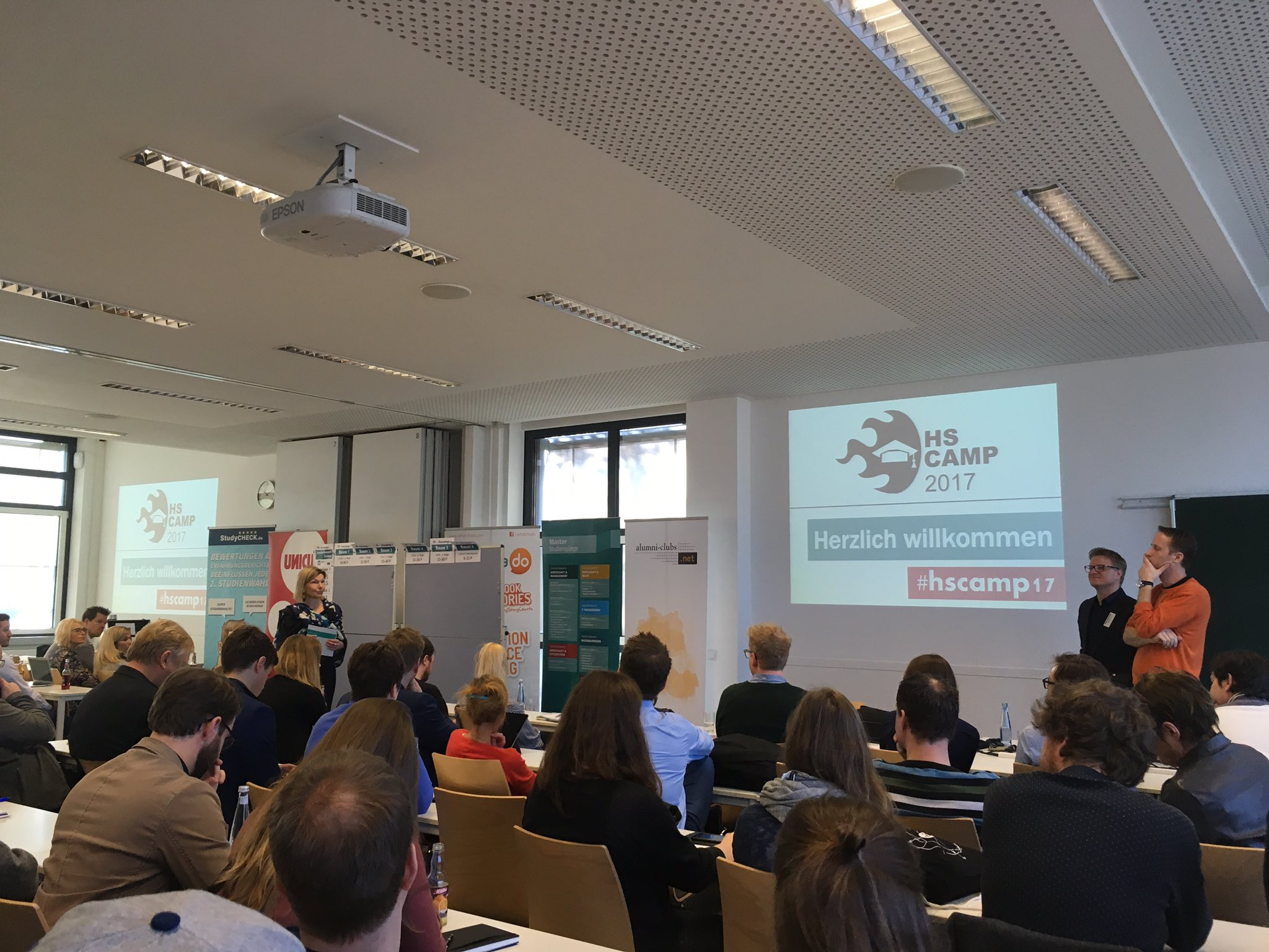https://t.co/yeJofJBBVv beim #hscamp17 https://t.co/c7pZiLK0C6