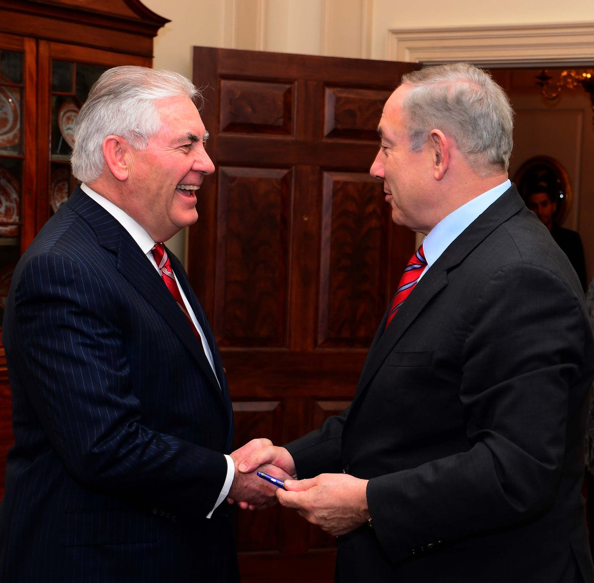 Israel&#39;s PM Netanyahu met with U.S State Secretary #Tillerson at the U.S. Department of State in Washington, D.C <br>http://pic.twitter.com/H67E25USRS