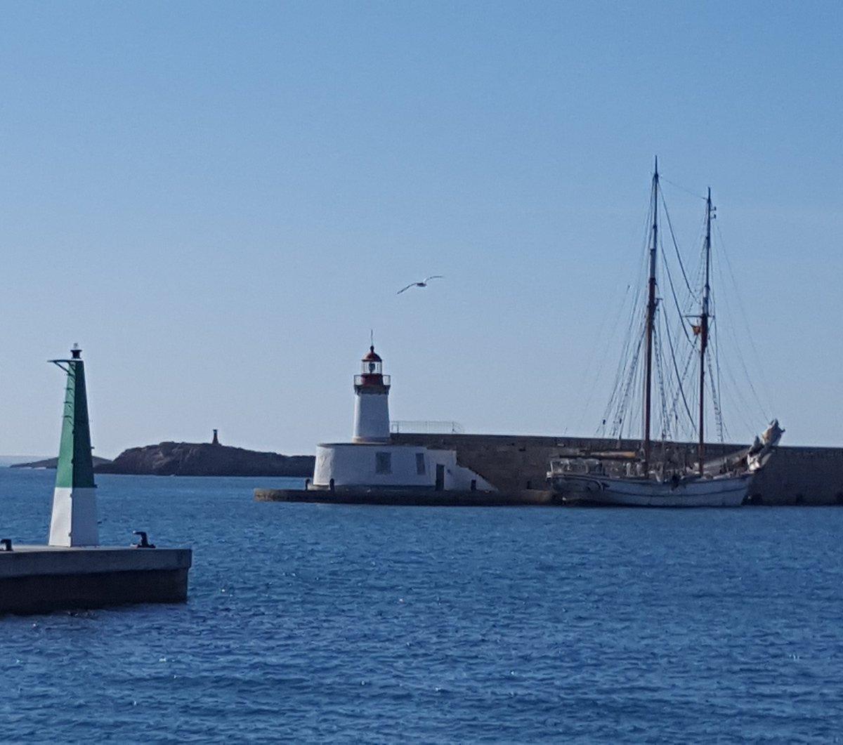 Hay imágenes que ayudan a pensar. #ibiza #eivissa #MarinaIbiza #puerto #entradaysalida