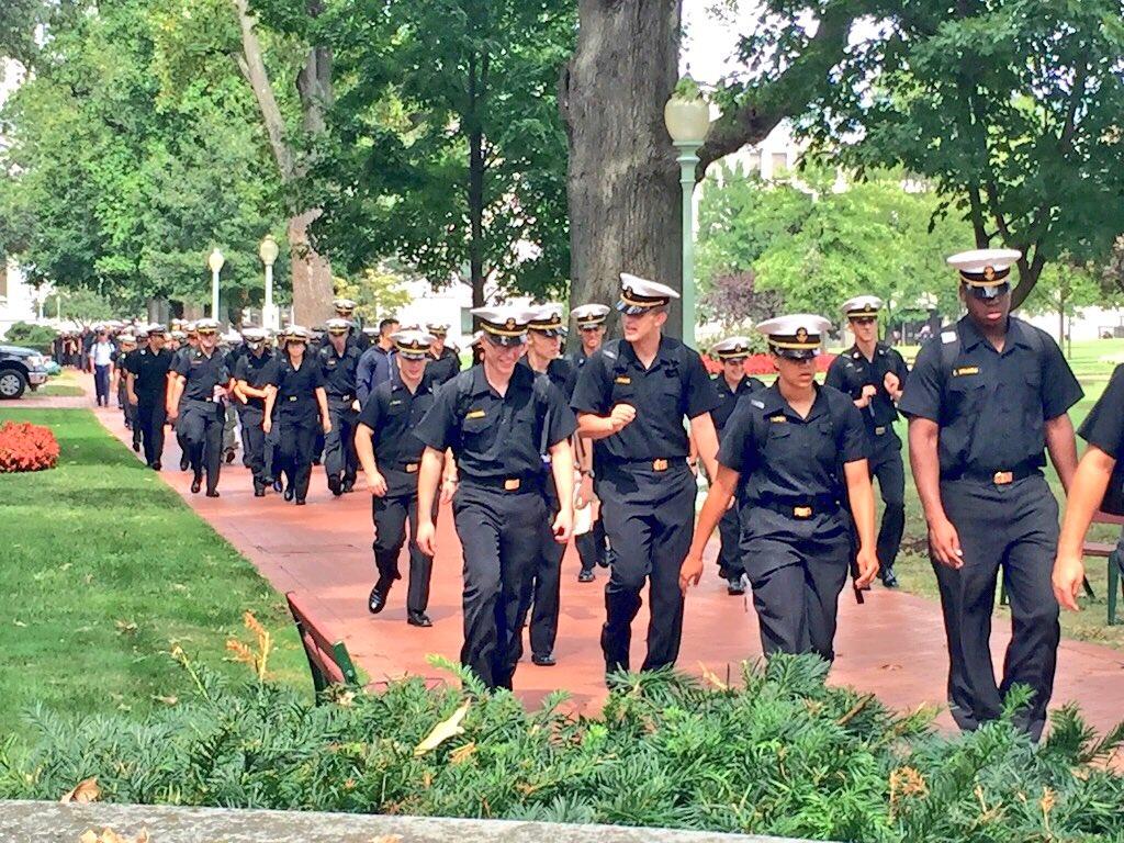 アメリカ海軍兵学校 hashtag on ...
