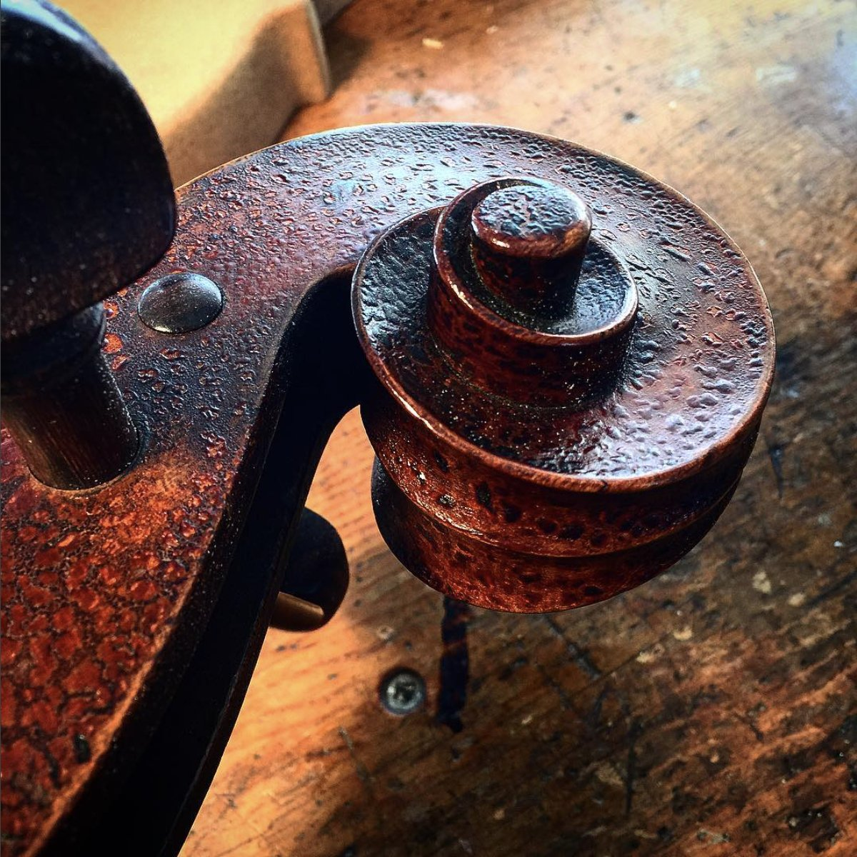 Was yesterday Texture Tuesday? Why not. German Hornsteiner shop circa 1870&#39;s. #cello #luthier #varnish #german  http://www. BenningViolins.com  &nbsp;  <br>http://pic.twitter.com/bL0eC5PhJo