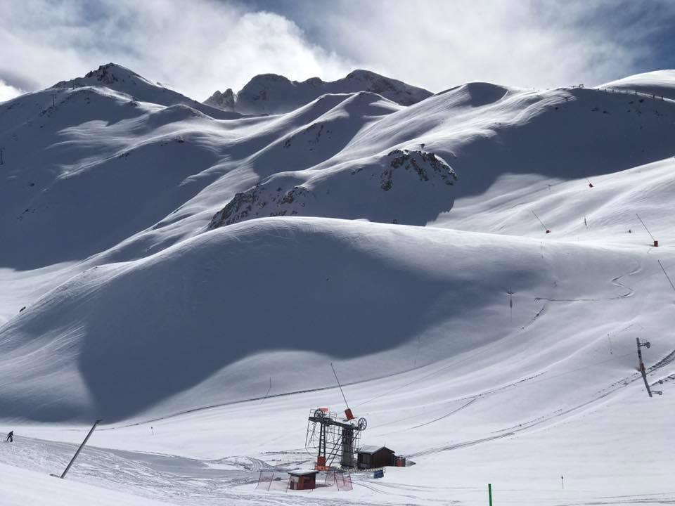 ¿Quieres pasar dos días esquiando 🏂⛷️ en @boitaullresort? 🎁 Entra y participa en nuestro nuevo sorteo ➡️https://t.co/wDcP7qbV9Z