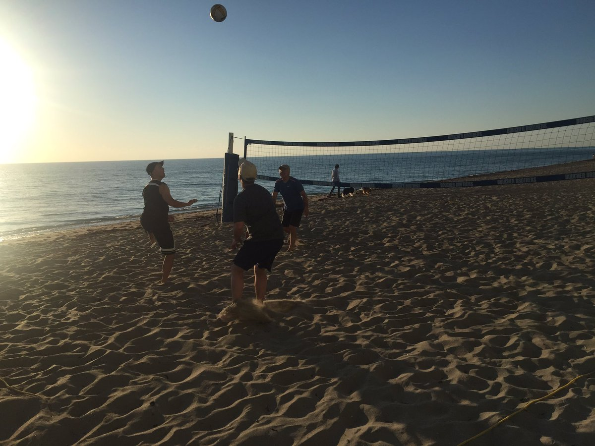 Join @PacBio and others for some morning volleyball at #agbt17. Good way to burn off last night. https://t.co/wGDUwAjykd