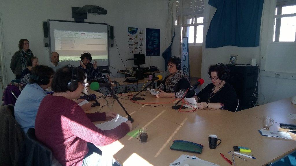 #webradio #formation #reseaucanope c&#39;est parti pour l&#39;enregistrement d&#39;une émission préparée en groupe<br>http://pic.twitter.com/j4W13Swnjs