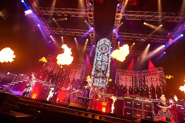 【Versailles】 日本武道館公演、大成功!! バンド史上最高の感動と迫力のステージは続いてゆ…
