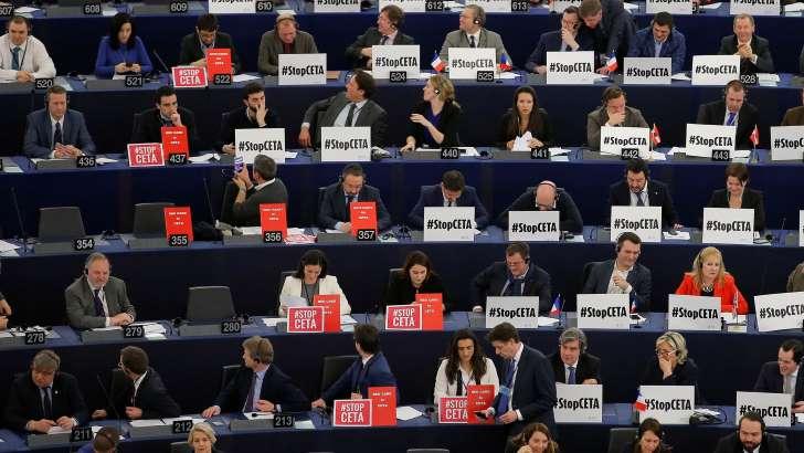 Le Parlement européen approuve l&#39;accord Canada-UE #polcan #polusa  http:// bit.ly/2kJC6rQ  &nbsp;  <br>http://pic.twitter.com/3pSXINdzwq
