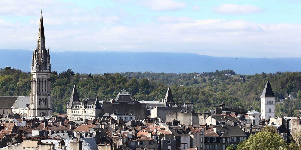 Pau : ventes en hausse de 46%, T2 les plus recherchés sur l&#39;agglomération. Notre point #immobilier #pau (abonnés)   http://www. sudouest.fr/2017/02/15/pau -inflation-contenue-sur-l-immobilier-3199674-4344.php &nbsp; … <br>http://pic.twitter.com/7wH2xKgX72