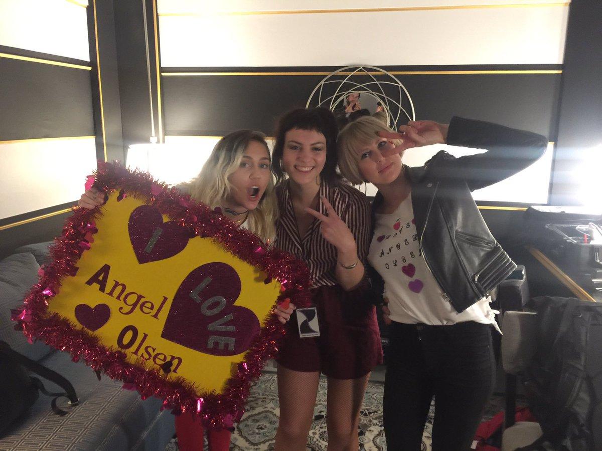 """Angel Olsen - """"All Mirrors"""" Nuevo disco el 4 de octubre - Página 5 C4u5uy0UoAAOI6B"""