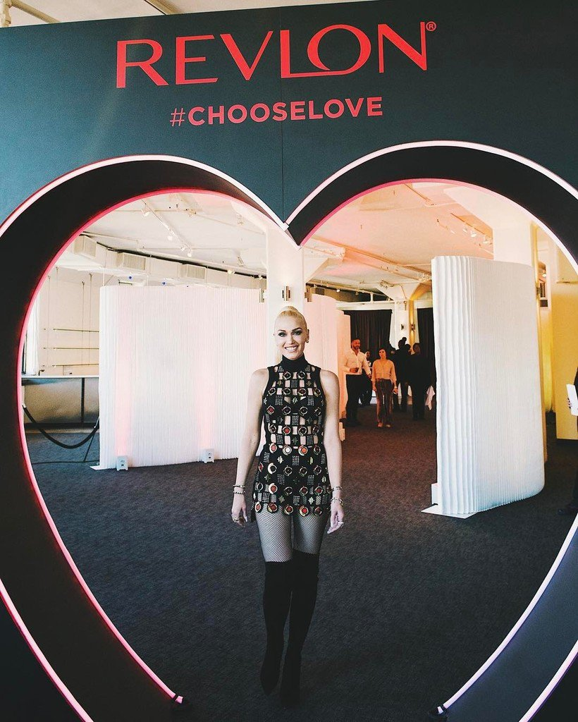 Spreading the love at @revlon's #ChooseLove event with the gorgeous @gwenstefani #RevlonxG… https://t.co/6hsyIUpWTV https://t.co/1W18yLqKua