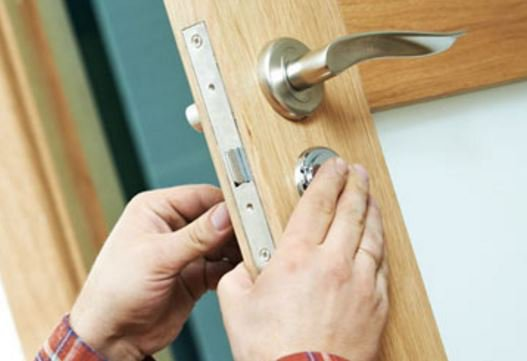 Into DIY? Read 3 reasons why it's always better to hire a professional when it comes to #homesecurity:  http:// bit.ly/2kxmXsK  &nbsp;   #locksmith<br>http://pic.twitter.com/HzWyaDIsXz