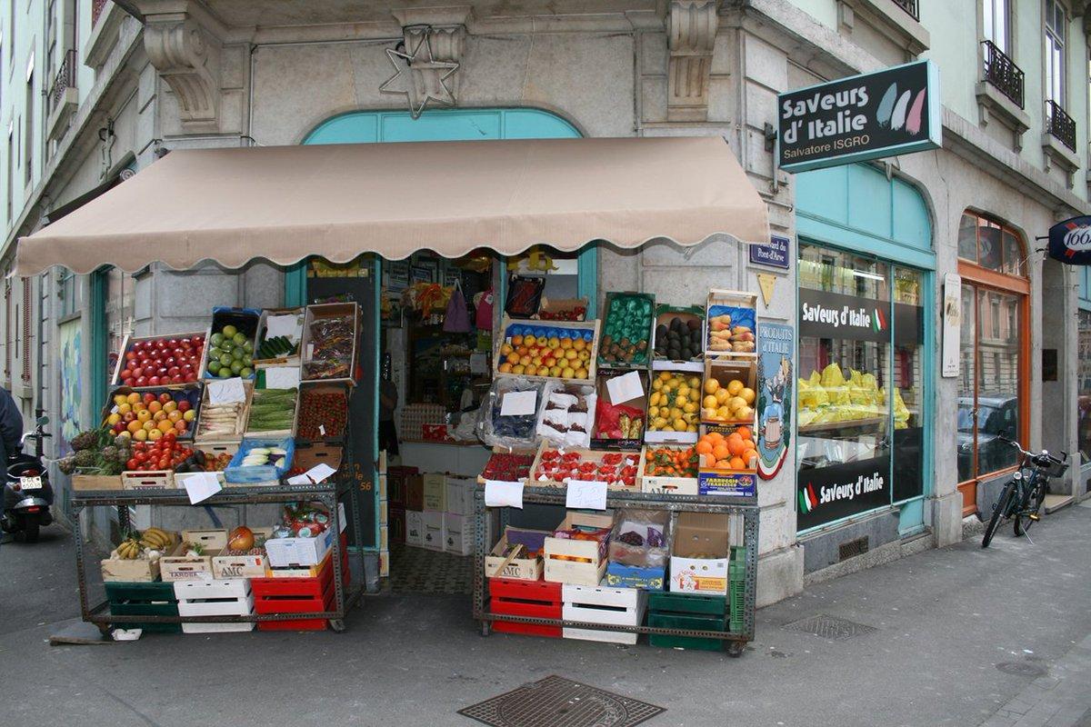 Nvlle rubrique bon plan sur n/blog: Cette semaine, l&#39;équipe découvre l'épicerie fine @saveursditalie #decouverte #wednesday #geneva<br>http://pic.twitter.com/2Hy34pM4Nd