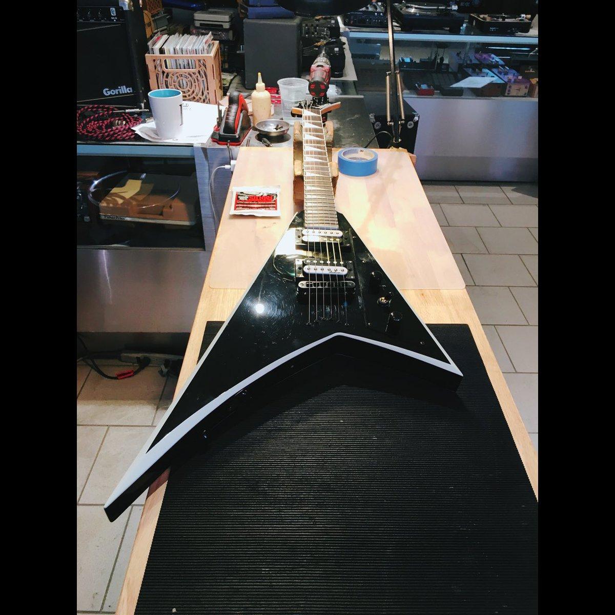 Jackson Randy Rhoads in for a drop C setup #jessedeandesigns #guitartech #stewmac #luthier #jacksonguitars #ernieball<br>http://pic.twitter.com/jbsoeM6nG3