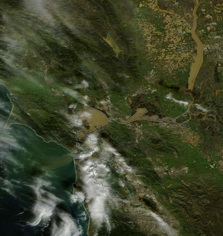 Check out the sediment plume coming out of SF Bay and into the Pacific yesterday. https://t.co/kiAR6UfwWz
