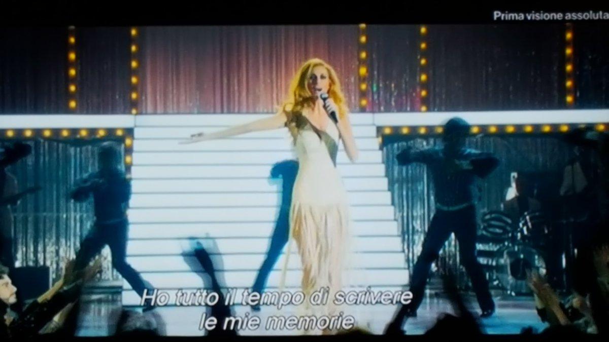 Les paiilettes ! Les #paillettes !! #DALIDA #discomusic<br>http://pic.twitter.com/wxVDyZjq8Y