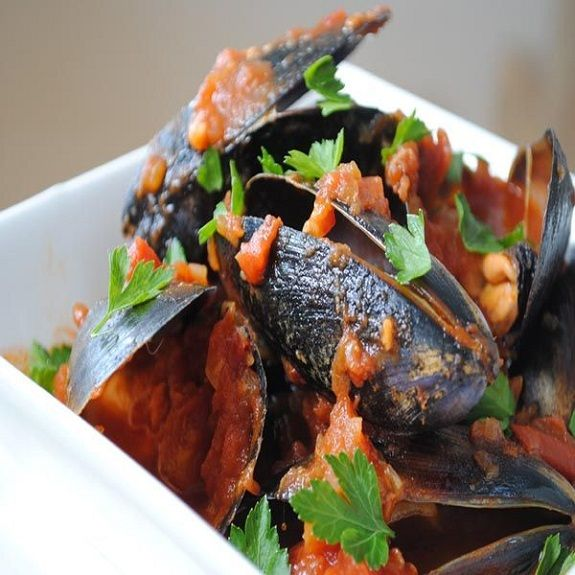 Pressure Cooker Mussels in Spicy Tomato Sauce