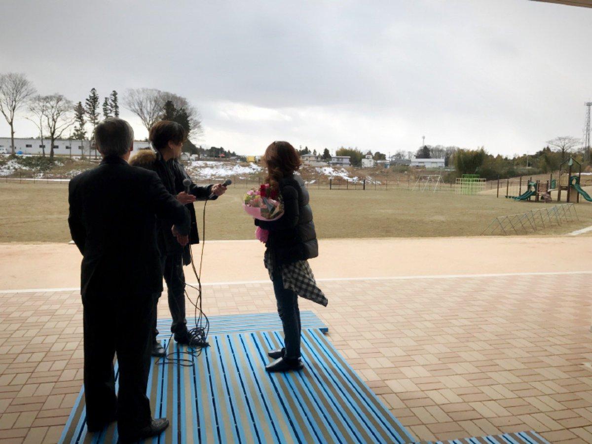 摩季さんが歌詞を書く為に訪れた時は、校舎やプールがひび割れ傾き、グランドは地震でひび割れ断層の隆起で…