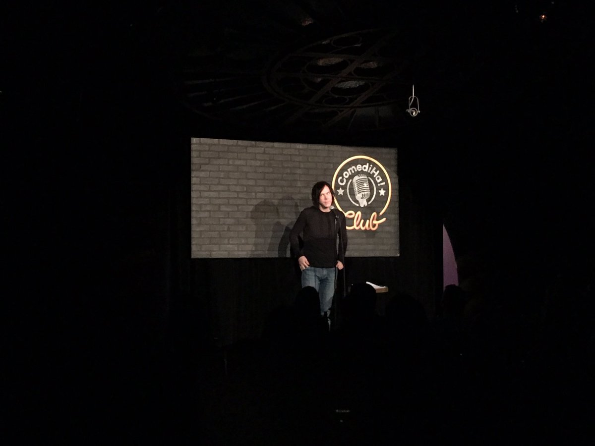 Franky charme notre public en moins de deux!  #comediha #standup #humour<br>http://pic.twitter.com/yixe97odpP