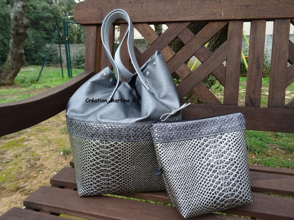 Bonjour, je vous propose #sac #trousse #cuir #synthétique #anses #cuir #creationmartineb #madeinFrance   http:// creationmartineb-overblog.com  &nbsp;  <br>http://pic.twitter.com/Y8omtTebJ9