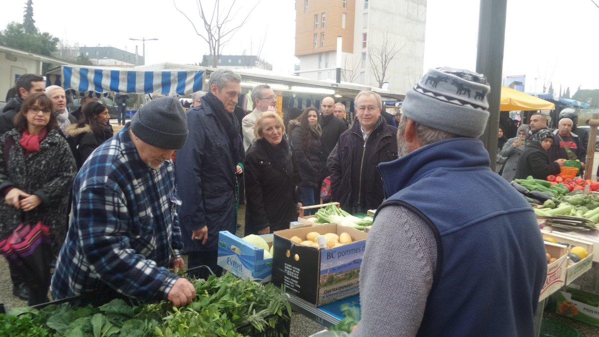 P. Saurel inaugure le nouveau marché hebdomadaire du Petit-Bard (24 étals) qui fonctionne depuis le 8 décembre.#montpellier #midilibre <br>http://pic.twitter.com/swh6b33Ezt