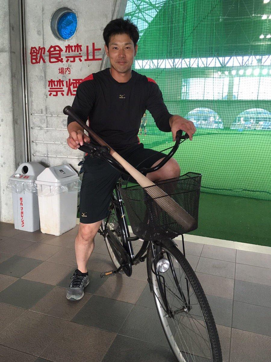 居残り特打終わりの堂上選手!室内への移動にはこの自転車が欠かせません! #ドラHOT #ドラゴンズ …
