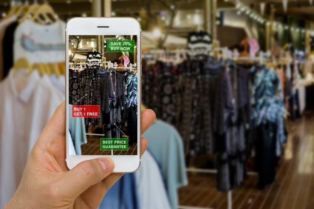 Retail augmenté : Quand le commerce traditionnel et le #ECommerce s&#39;imbriquent Via @LesEchos -  http:// bit.ly/2liEWac  &nbsp;    #clickandcollect<br>http://pic.twitter.com/tjA3H8t8yM