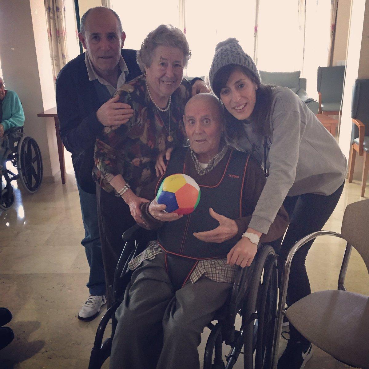 ¿Jugamos? #Abuelos #Familia #Tiramelapelota #Feliz #Love  Febrero 2017 <br>http://pic.twitter.com/JKGJOPCk0b