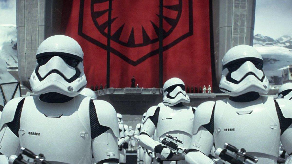 Rian Johnson dévoile les nouveaux Stormtroopers de The Last Jedi ! #starwars #stormtrooper  https://www. planete-starwars.com/actualites/epi sode-viii-rian-johnson-devoile-les-nouveaux-stormtroopers-de-the-last-jedi--n17606.html &nbsp; … <br>http://pic.twitter.com/eq9KyR91Fb