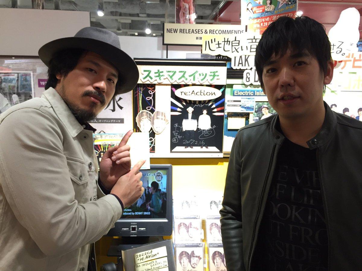 タワーレコード渋谷店にお邪魔してサインを二箇所書かせて頂きました〜!!