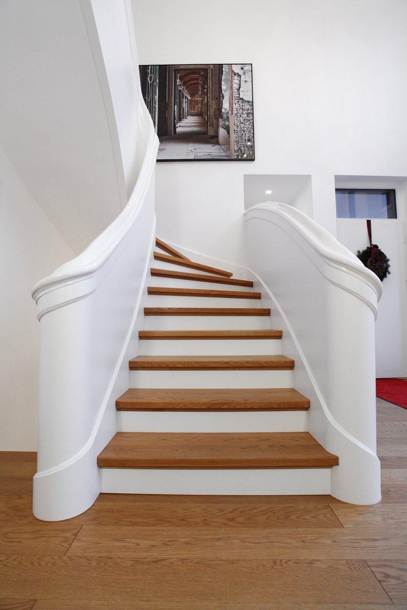 Exklusive Halbgewendelte Und Eingestemmte Treppe Mit Brettwangen #treppe  #tischlerei #handwerkskunstpic.twitter.com/SJntwqfQfB