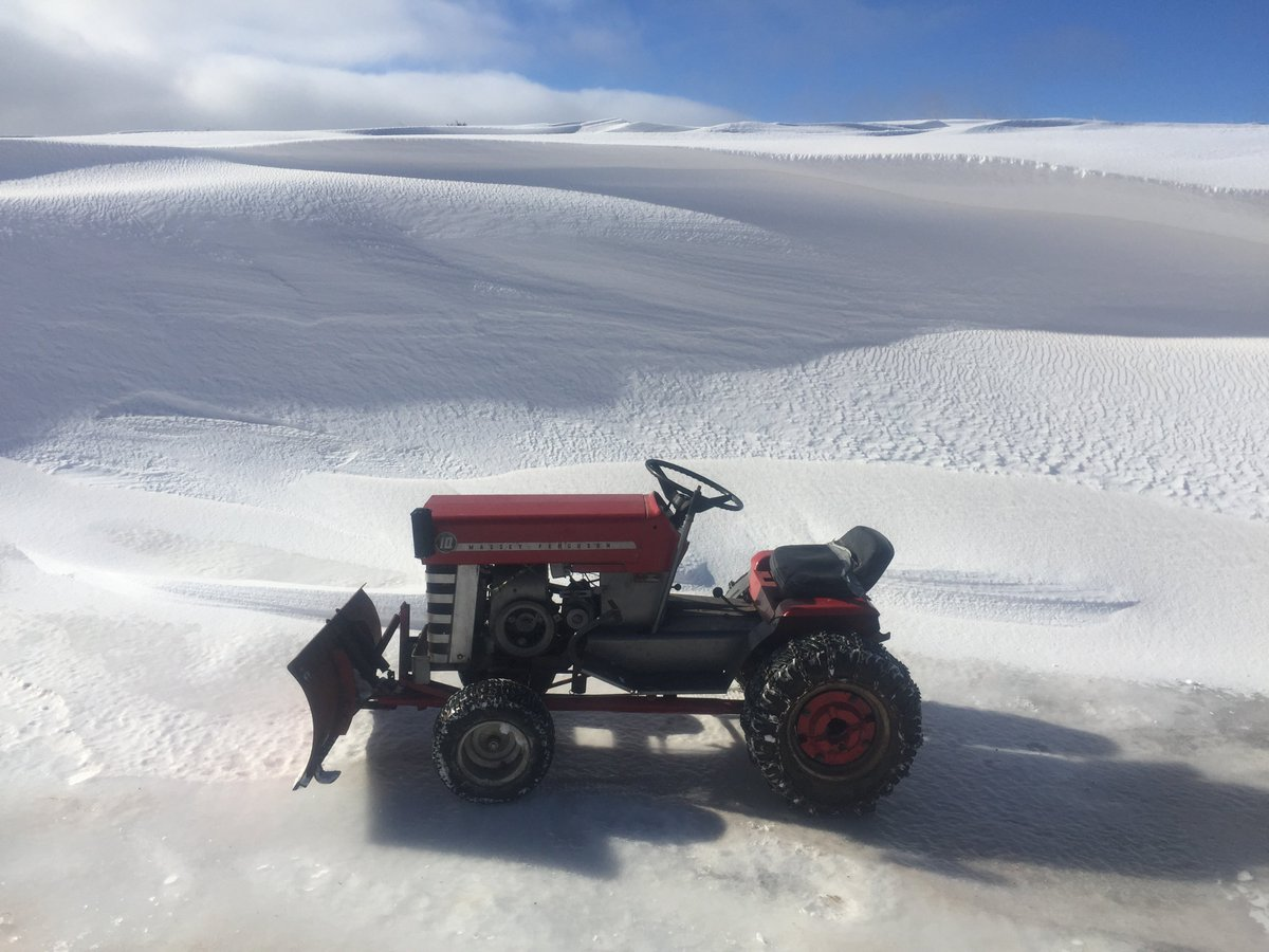Time to put the antiques away and get back to work. #MasseyFerguson #Gardentractor #MF10 #snow #snowplow #storm #novascotiapic.twitter.com/NYv6in1mn0
