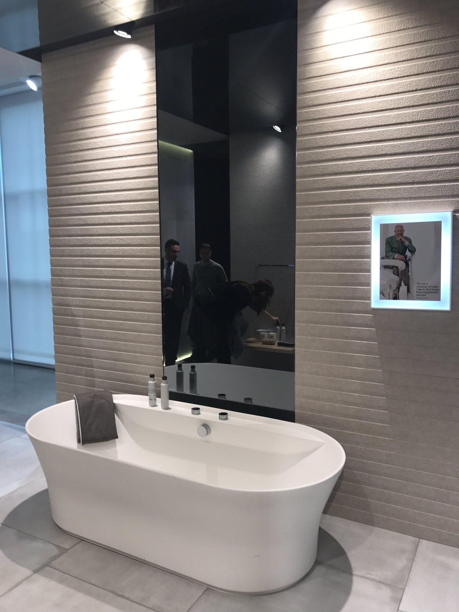 Diseño, funcionalidad y tecnología de la colección Tono de @Porcelanosa_es , diseño de Foster en #PorcelanosaExperience https://t.co/sRbVXNpHvw