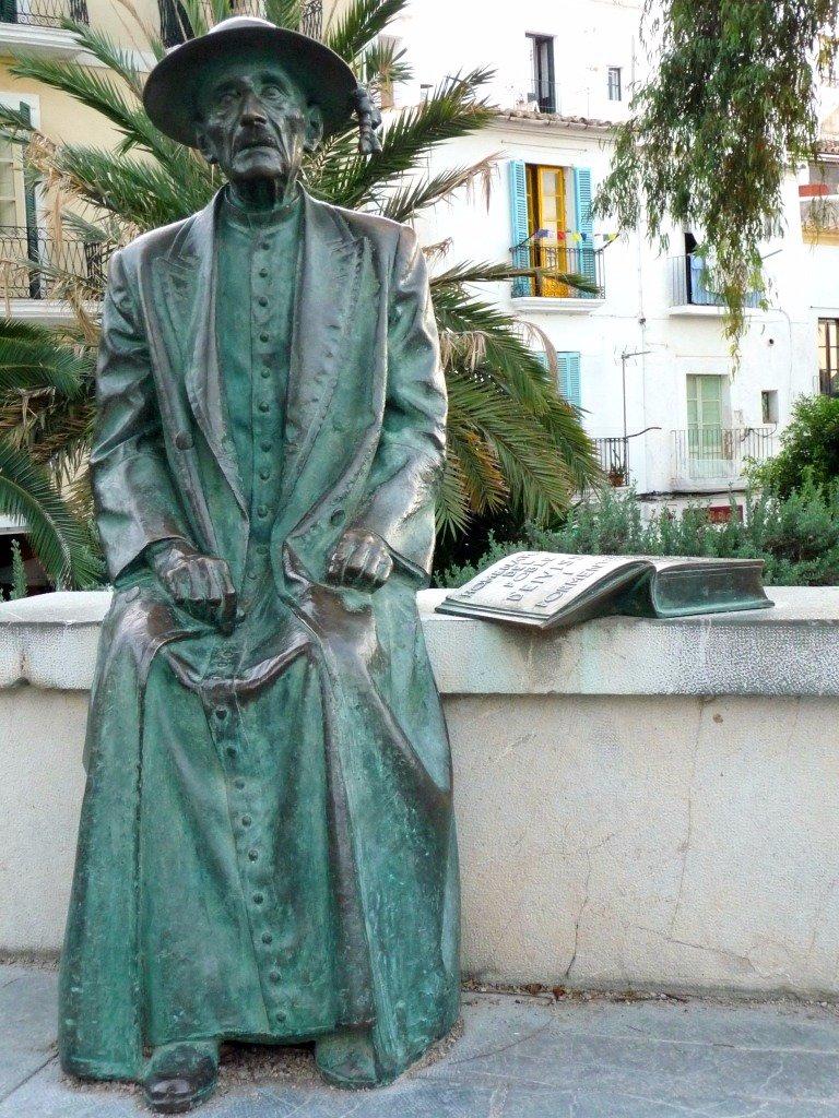 Pause dans l'île de la fiesta  http:// bit.ly/2jQQ2Ta  &nbsp;    #eivissa #ibiza #Baléares<br>http://pic.twitter.com/2r6KKSpKOm