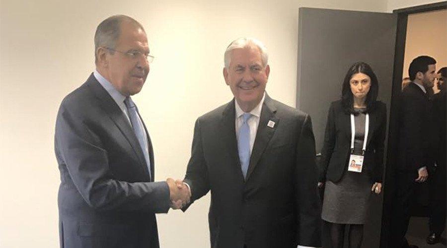 Avant de rencontrer #Tillerson, #Lavrov espère «identifier les paramètres d&#39;une future coopération»  https:// francais.rt.com/international/ 34074-g20-chefs-diplomatie-bonn-premiere-rencontre-lavrov-tillerson &nbsp; …  #Bonn<br>http://pic.twitter.com/Hhps7hky8v