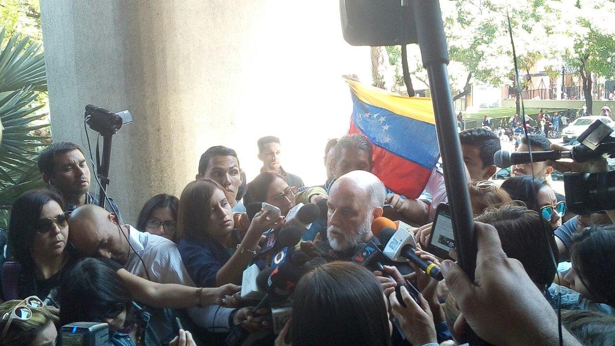 Ntn24 venezuela on twitter gremio period stico entregar carta de protesta a conatel por salida del aire de cnn en espa ol https t co tqs4u30tir