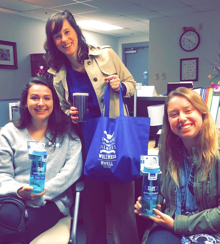 Reusable tote bags & water bottles are a must at The Well! @TulaneCampusRec how do you recycle? ♻️#TulaneRecycles @GreenTulane https://t.co/BTYDb3EjrW