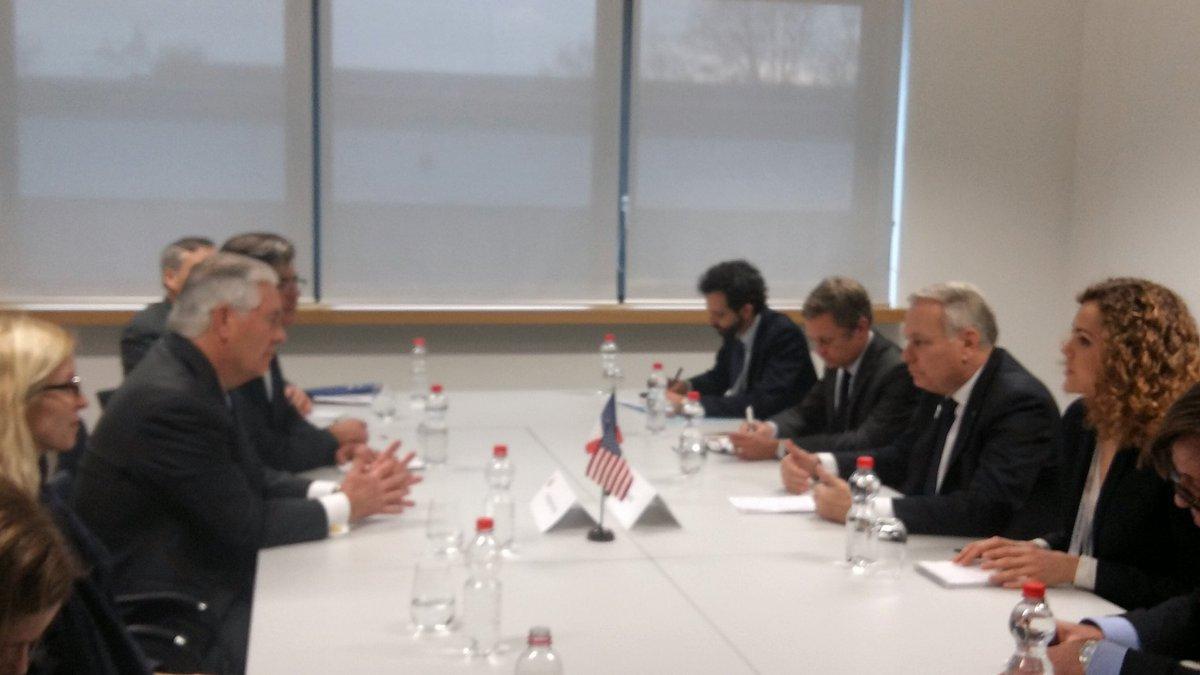 Entretien entre @jeanmarcayrault et son homologue américain Rex #Tillerson en marge du #G20 à #Bonn<br>http://pic.twitter.com/IDD1nF5vnt
