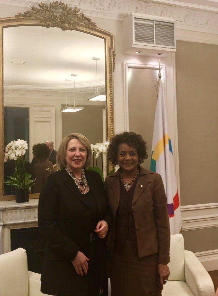 Chaleureuse rencontre entre la Ministre @stpierre_ch et la Secrétaire générale de la Francophonie @MichaelleJeanF #Québec #Francophonie<br>http://pic.twitter.com/AKgaccU3dd