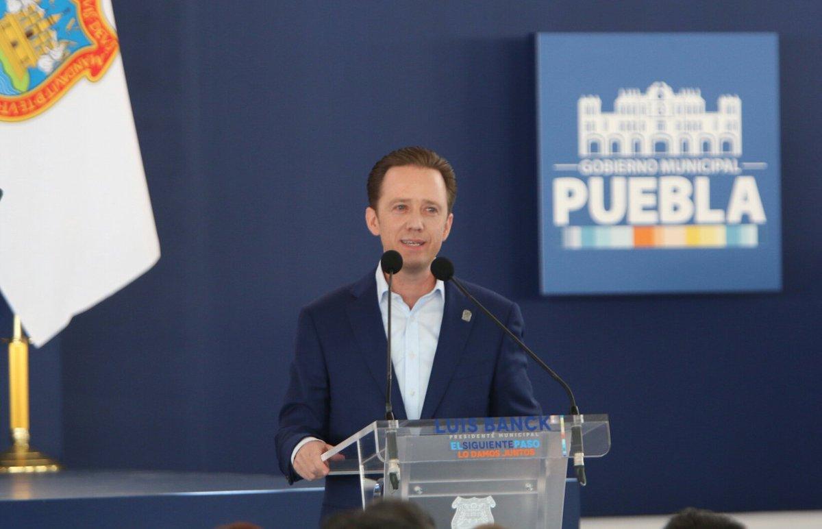 Luis Banck hablando en pleno informe de gobierno en San Sebastián