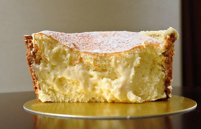 ザクッとナイフを入れると、とろぉ~りフロマージュが! カスタードクリームのような滑らかな食感が楽しめる「チーズケーキ・フォンデュ」 ⇒
