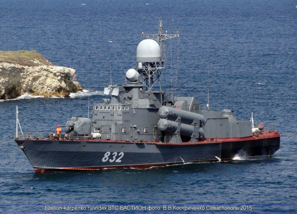 زورق الصواريخ المصري RKA-32 Molniya C5-i4HIU0AA1du_