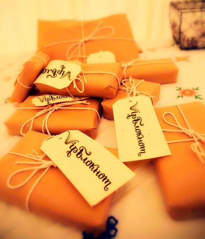 Не знаете, какой подарок выбрать на 8 Марта?  Спросите у нас - и мы поможем Вам.  http://ln.is/vipnotes.ru/mPfJh…  #vipnotes  #подарокна8марта pic.twitter.com/9WEcOhQGNg