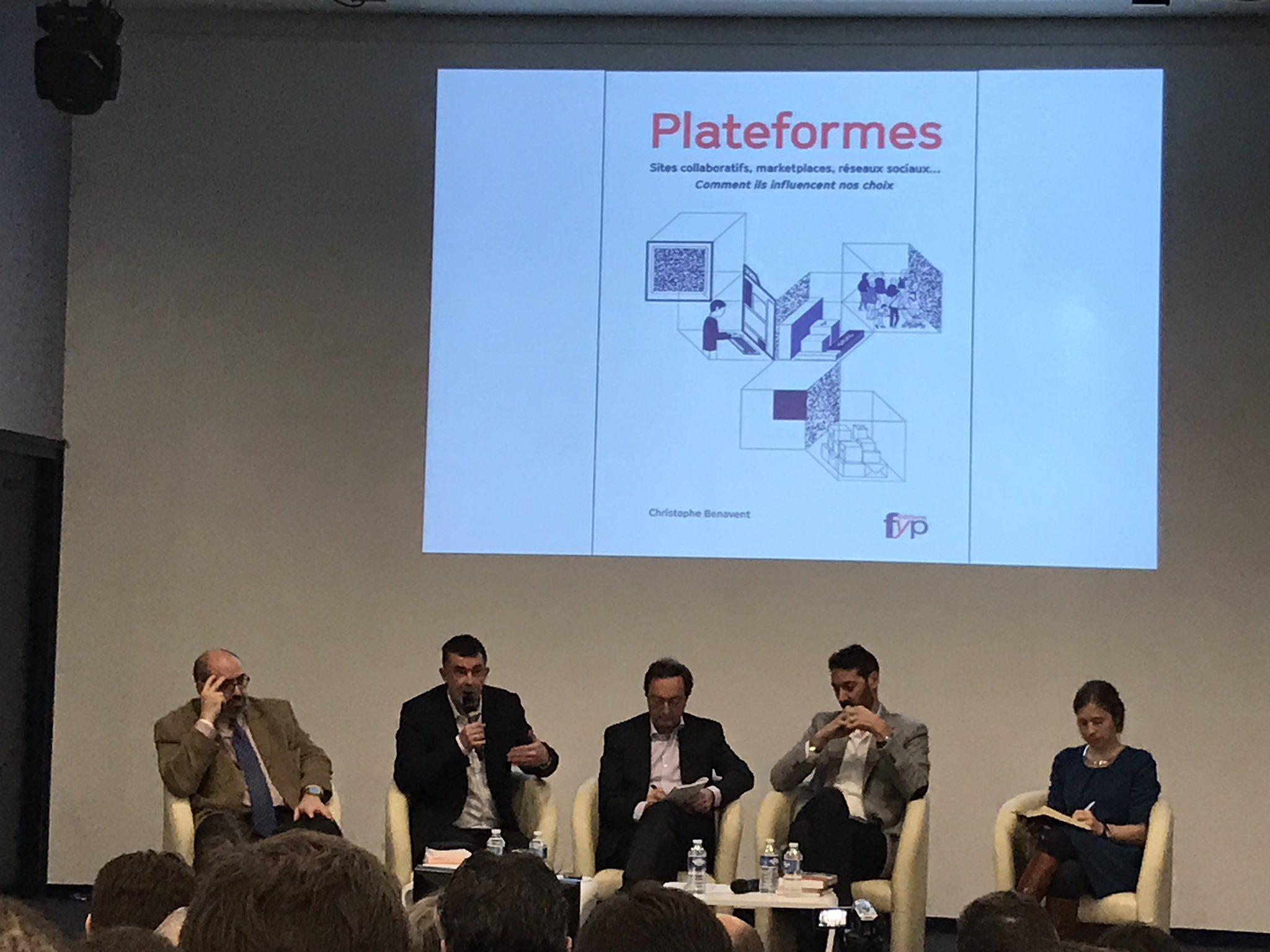 Pr @Benavent : l'utilisation d'algorithmes pour faire correspondre des personnes et des marchandises a changé le commerce #chaireleclerc https://t.co/QylNt7j2ki