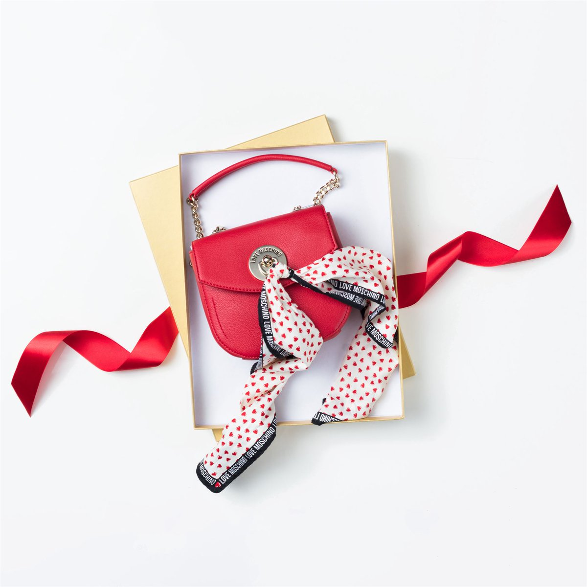 Подарок для неё #хц #подарокна8марта #LoveMoschino #моднаямаленькаясумка #краснаясумкаpic.twitter.com/Ta62oBtef5