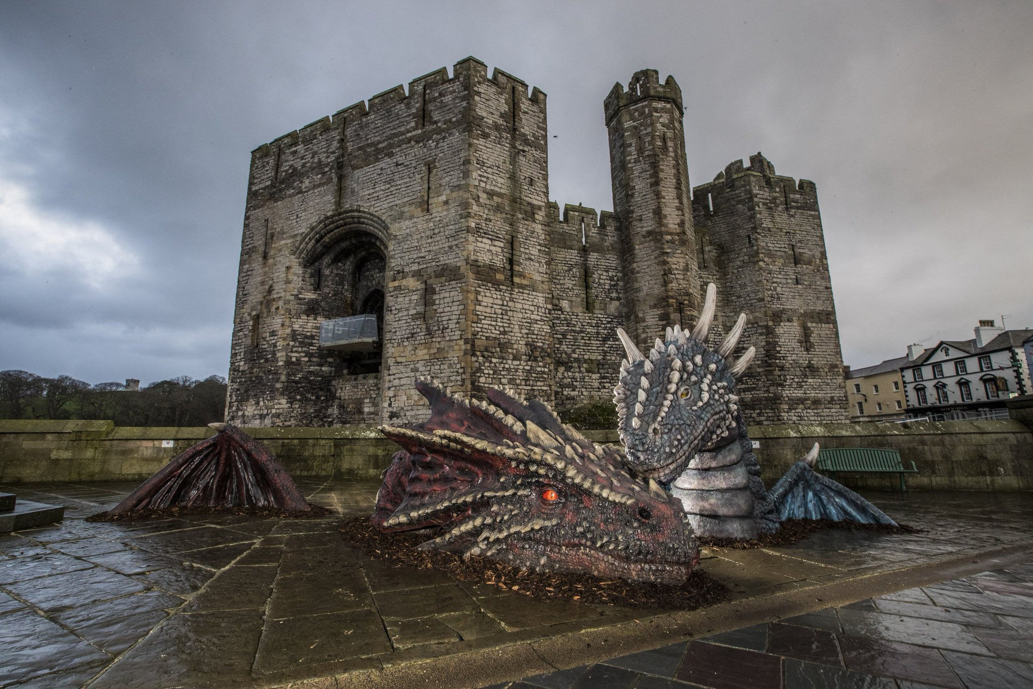 SPOTTED: a pair of Welsh Dragons have appeared outside @CaernarfonCadw…  #StDavidsDay #LivetheLegends 🐲🔥 https://t.co/sUbzkAGdek
